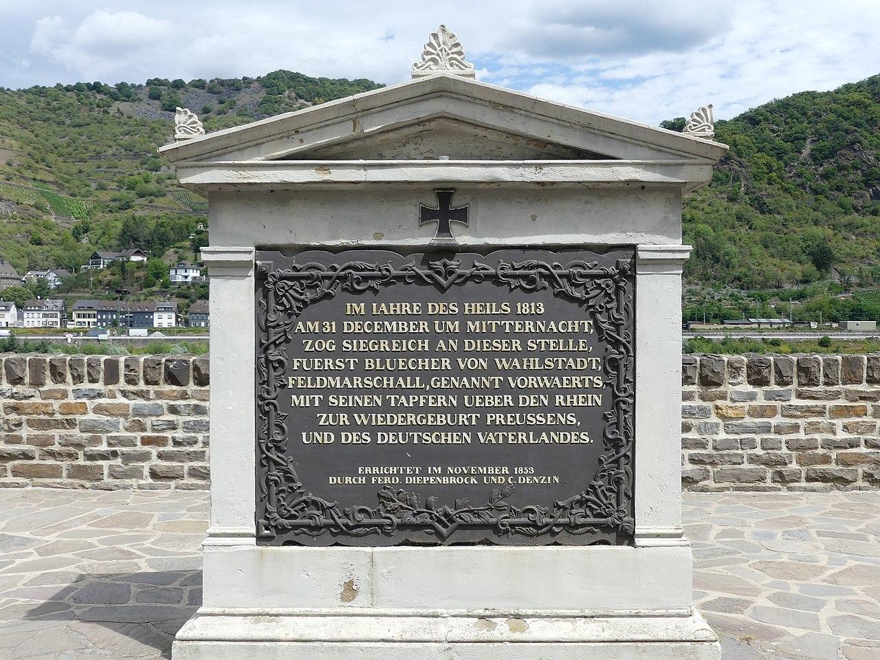 1813 Rheinübergang, Denkmal auf linkem Ufer.jpg