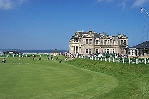 Old Course at St Andrews - Image: 18th Green and Clubhouse