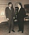 1962. Junio, con John F Kennedy en el Despacho Oval de la Casa Blanca.jpg