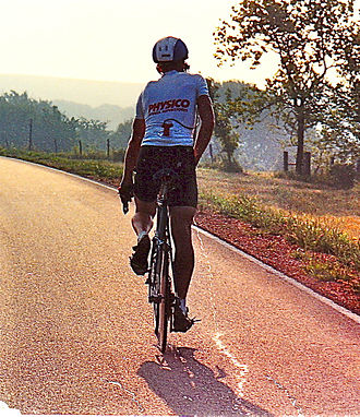 Athletic incontinence - A man urinating while cycling in the 1989 Race Across America
