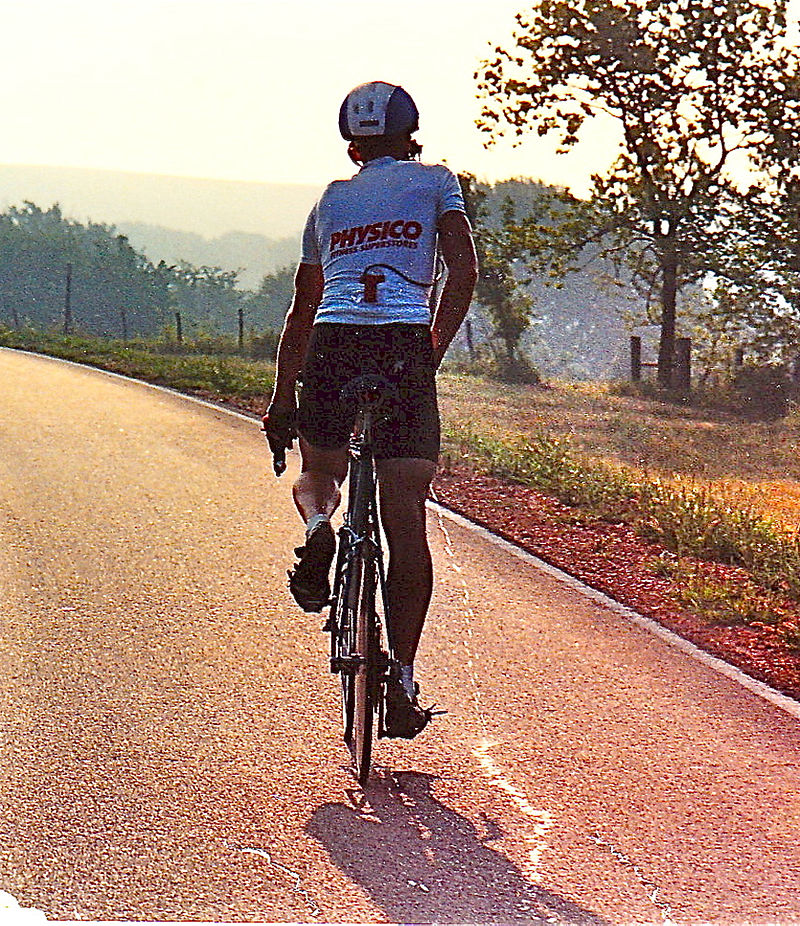 800px 1989 Race Across America competitor empties his bladder while staying on the bike