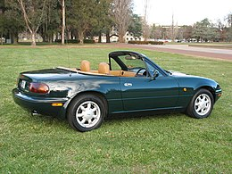 1990-1991 Mazda MX-5 (NA) Limited Edition convertible 01.jpg