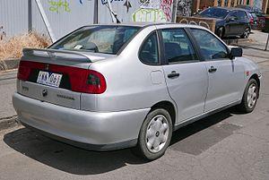 SEAT Córdoba - Image: 1999 SEAT Córdoba (6K) SXE 1.8 sedan (2015 11 13) 03