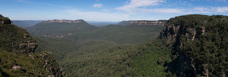 A view of the Blue Mountains National Park - show another panorama