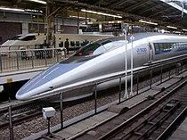 500 series Shinkansen train at Tokyo Station.jpg