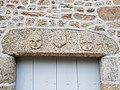 53 Gesvres linteau sculpté 01.jpg