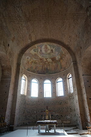 Byzantine architecture - View of the interior of the early Rotunda of St. George in Thessaloniki with remnants of mosaics (4th century)