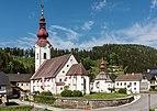 Albeck Sirnitz Pfarrkirche hl. Nikolaus und Karner SO-Ansicht 06052015 3195.jpg