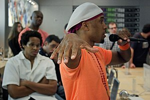 Ali Shaheed Muhammad - Ali Shaheed Muhammad speaking at an Apple Store on Fifth Avenue in New York City on August 13, 2006