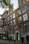 foto van Pand met halsgevel kelderpui, deur en vensteropeningen en louis xv balusters