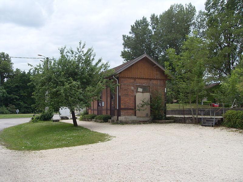 Ancienne gare du Chemin de fer de l'Est de Lyon à Montalieu-Vercieu.