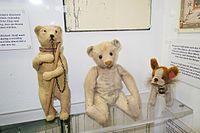 Antique German Teddy bears (26548900256).jpg