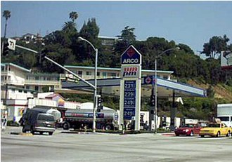 ARCO - An ARCO filling station off Slauson Avenue in Los Angeles, California