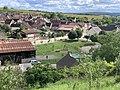 Arrivée à Irancy (Yonne) par la route de Saint-Bris, juin 2020 - vue sur l'aire de jeu.jpg