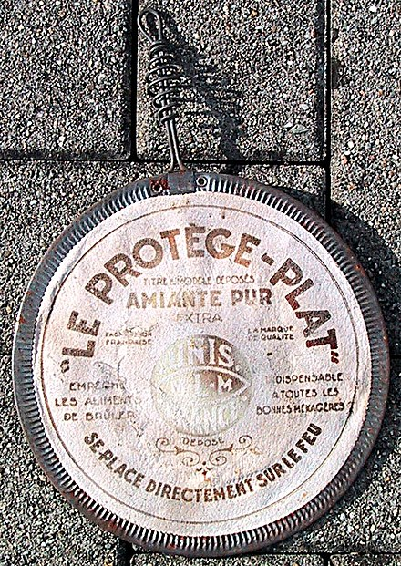 "A household heat spreader for cooking on gas stoves, made of asbestos (probably 1950s; ""Amiante pur"" is French for ""Pure Asbestos"") AsbestosHeatSpreaderForCooking.jpg"