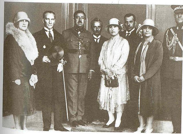 С королём Афганистана Аманулла-ханом.