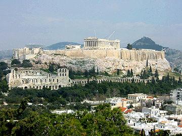 Akropolja, u ruševinama, još je uvijek u centru moderne Atine. Ona je bila najveće arhitektonsko delo 5. veka u Grčkoj.