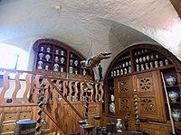 Ausgestopftes Krokodil in einer historischen Apotheke (Apothekenmuseum im Heidelberger Schloss).JPG