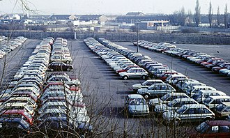 Austin Maestro - Austin Maestros in storage beside the manufacturers' Oxford plant in 1985