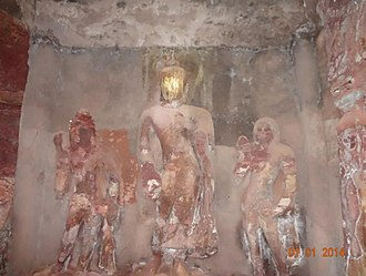 Bagh Caves - Image: Bagh Caves statues