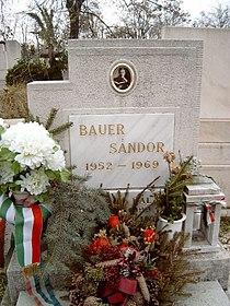 Bauer Sándor sírja.jpg