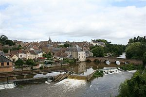 Beaumont-sur-Sarthe - View of the town and river