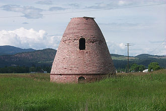 Chewelah, Washington - Beehive kiln along U.S. 395 in 1999