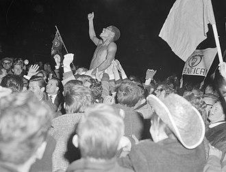 Eusébio - Eusébio celebrating Benfica's 1962 European Cup victory