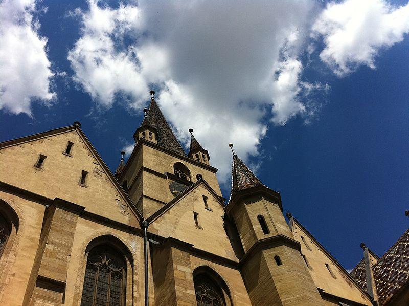 File:Biserica Evanghelică - Sibiu.jpg