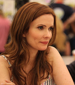 Bitsie Tulloch at Comic-Con 2011 cropped.jpg