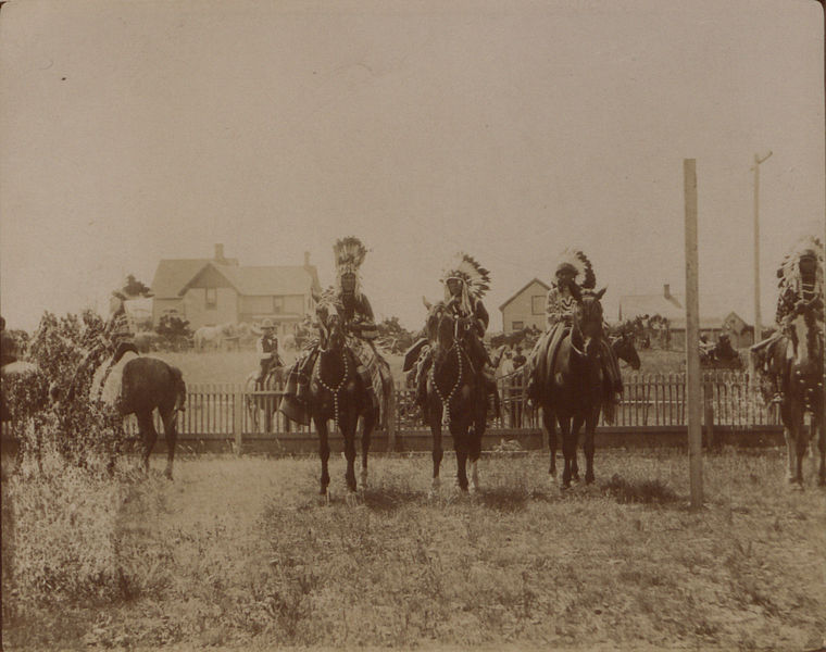 File:Blood squaws in war dress (HS85-10-18744).jpg