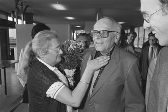 Yelena Bonner - Yelena Bonner and Andrei Sakharov after their arrival for the conferment of the honorary doctorate in law from the University of Groningen, 15 June 1989