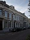 foto van Op de hoek van de Mauritsstraat en de mauritssingel staat een tweetal woonhuizen