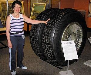 Bristol Brabazon - Bristol Brabazon main undercarriage wheels with person for scale