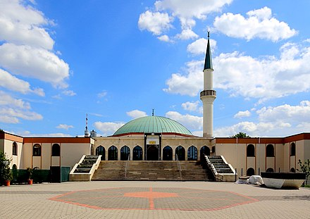 Vienna Islamic Centre in the 21st city district Floridsdorf Bruckhaufen (Wien) - Moschee, Hauptportal.JPG