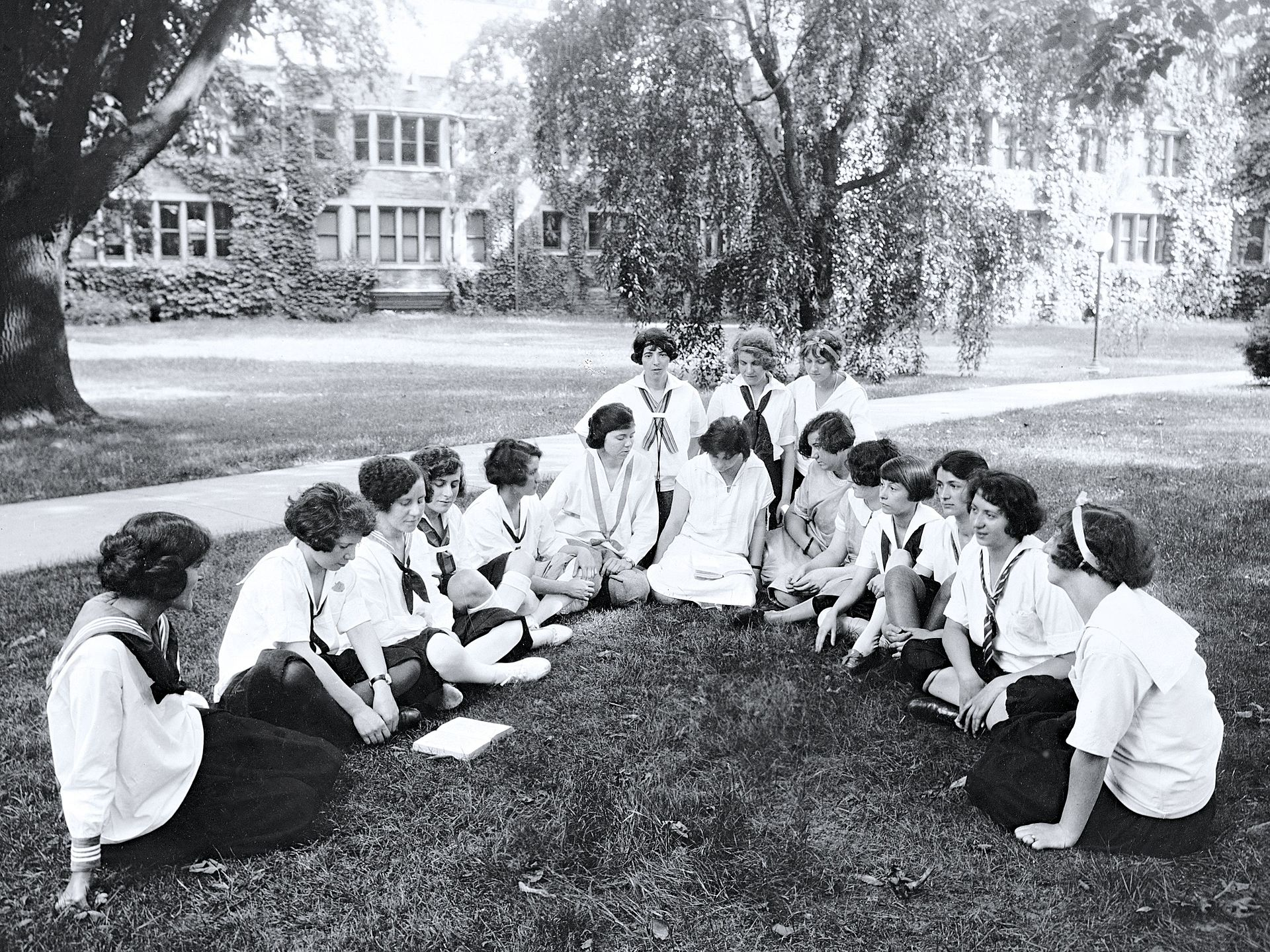 single women in bryn mawr Why bryn mawr: i chose bryn mawr because it's an all-women's college with a small teacher-to-student ratio and highly qualified staff that help their students excel tennis battle animal.