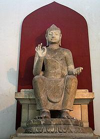 Buddha Shakyamuni, foto di pubblico dominio scattata da Heinrich Damm
