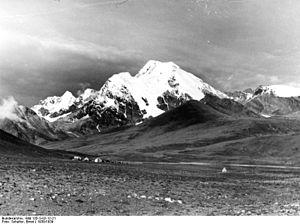 Jomolhari - Image: Bundesarchiv Bild 135 S 02 12 21, Tibetexpedition, Landschaftsaufnahme