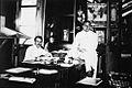 COLLECTIE TROPENMUSEUM De ambtenaren Senn en Leezenberg aan het werk op het kantoor van de Handel Maatschappij Güntzel en Schumacher in Sibolga Sumatra. TMnr 60021507.jpg