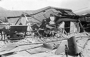 Padang Panjang - Image: COLLECTIE TROPENMUSEUM De verwoestingen achter het station te Padang Pandjang na de aardbeving van 1926 T Mnr 10003984