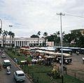 COLLECTIE TROPENMUSEUM Het busstation op Taman Fatahillah TMnr 20018011.jpg