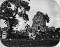 COLLECTIE TROPENMUSEUM Hoofdtempel van Tjandi Sewoe met twee tempelwachters TMnr 60005241.jpg