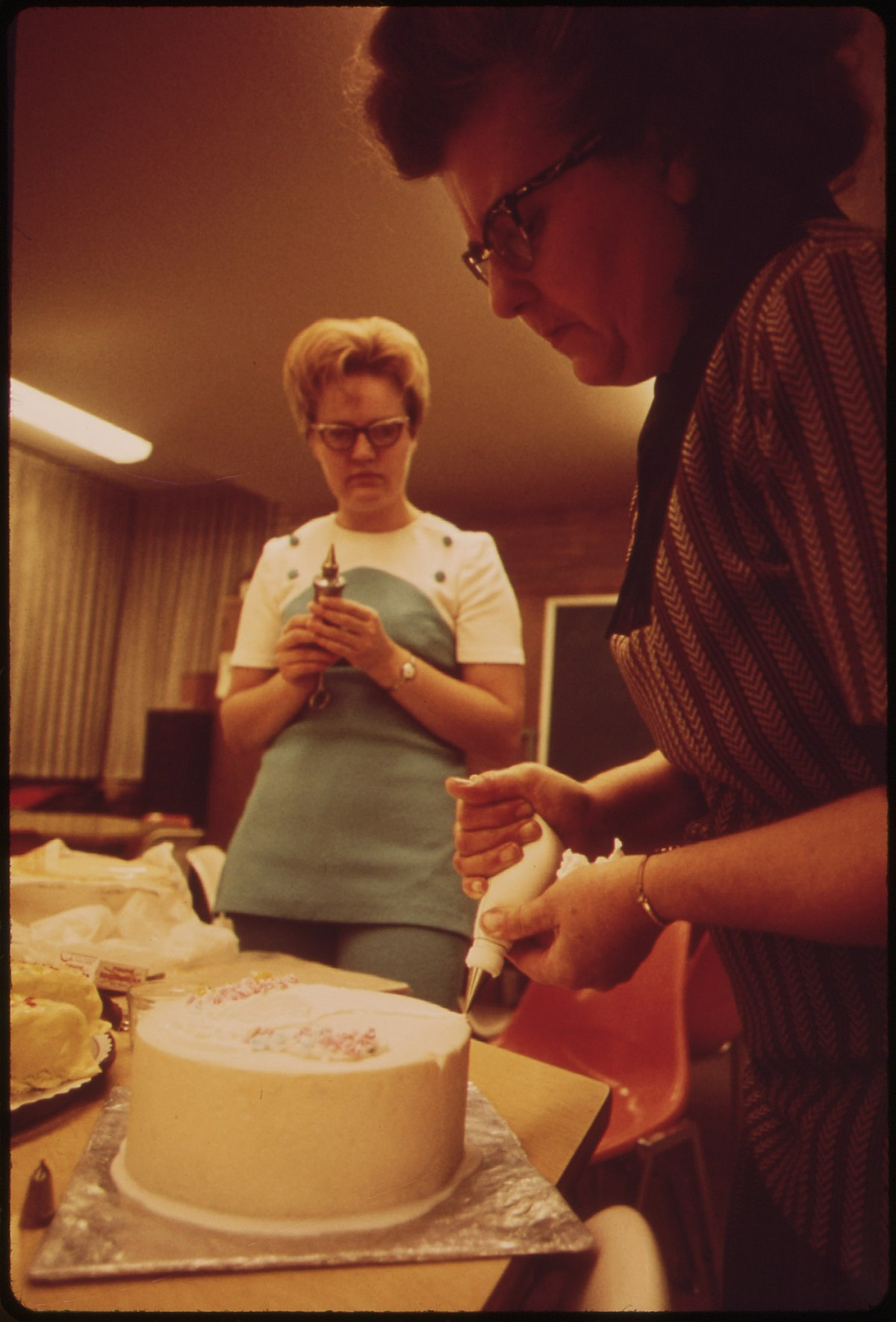 File:Cake Decorating Class, Part of Continuing Education ...