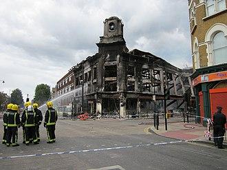 2011 England riots - Image: Carpetright store after Tottenham riots