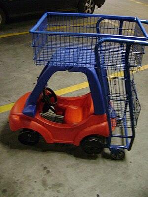 Carrinho de supermercado adaptado para levar m...