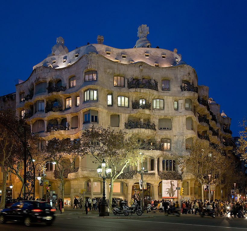 Casa Mila, construction emblématique de Gaudi dans le quartier d'Eixample à Barcelone. Photo by DAVID ILIFF. License: CC-BY-SA 3.0