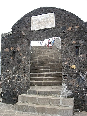 History of Bombay under Portuguese rule (1534–1661) - Castella de Aguada (Fort of the Waterpoint) was built by the Portuguese at Bandra in 1640