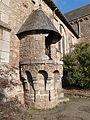 Chaire extérieure (église de la Madeleine, Merdrignac).jpg