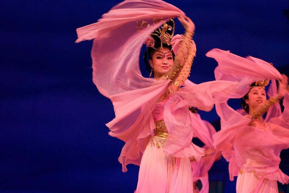 Chinese women in pink, dancing (2007-07-05)
