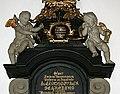 Christopher Schröder, epitafium i Carl Gustafs kyrka, Karlshamn, sörjande änglabarn.jpg